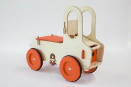 Camion à pousser en bois